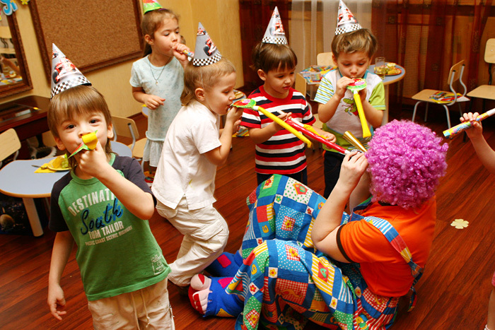 """Детские аниматоры на праздник. Клоуны на детский день рождения. Заказать аниматора на дом недорого - компания """"ART EVENT"""""""