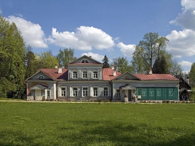 Расположена усадьба Абрамцево
